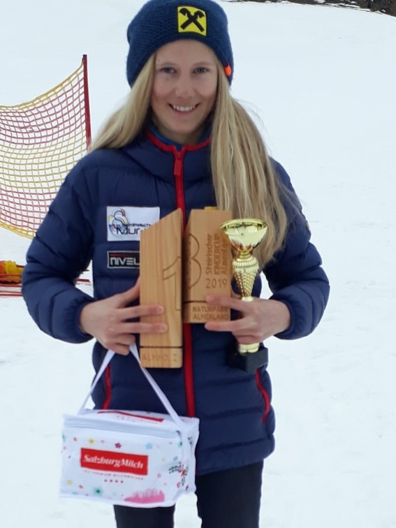 Anica Reif  - 3 x am Podium.jpg
