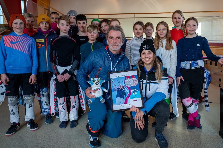 Die zweifache Medaillengewinnerin mit dem aktuellen Alpin Racing Team.jpg
