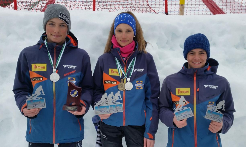 Mika Brunner_Livia Matzi und Barni Halmagyi mit ihren Auszeichnungen.jpg